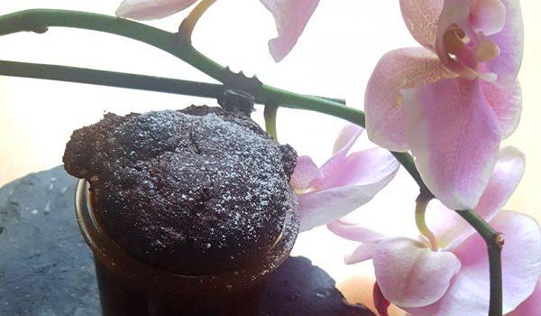 Schoko-Kokoskuchen mit Rum im Glas